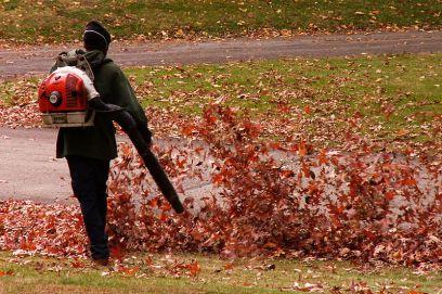 800px-leaf_blower2c_homewood_cemetery