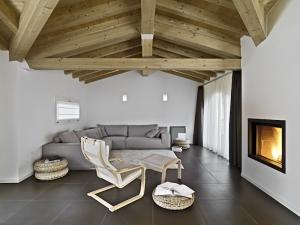 tile-livingroom-shutterstock_181705637